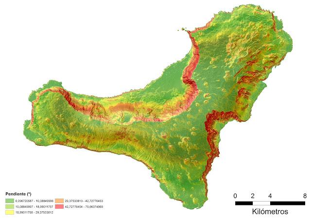 Mapa de pendientes de la isla de El Hierro. En rojo se pueden apreciar los escarpes más importantes.