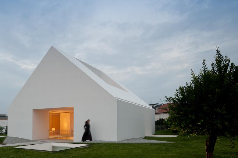 Linea di sezione casa minimalista a leiria for Architetto giapponese