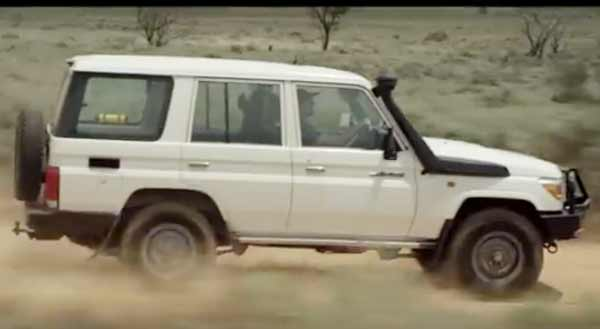 Toyota LandCruisers Australian create mobile communication network