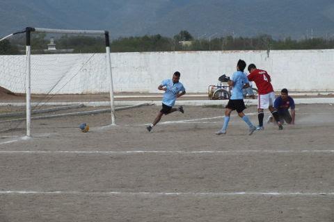Gol de Hacienda Soccer sobre Huracán del torneo de primera fuerza de la Liga Municipal de Futbol Soccer