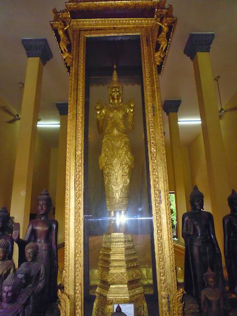 Копия статуи будды из золота