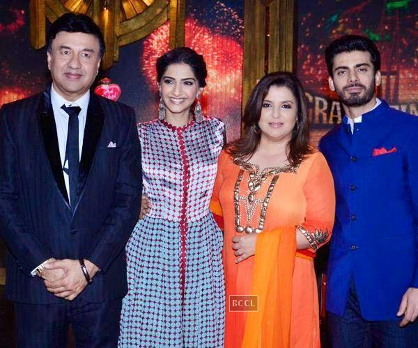 Anu Malik, Sonam Kapoor, Farah Khan and Fawad Khan on the sets of Entertainment Ke Liye Kuch Bhi Karega, in Mumbai. (Pic: Viral Bhayani)<br />