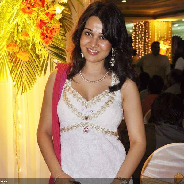 Nisha Kothari attends Ramesh and Seema Deo's 50th wedding anniversary, held at ISKCON, in Mumbai, on July 1, 2013. (Pic: Viral Bhayani)