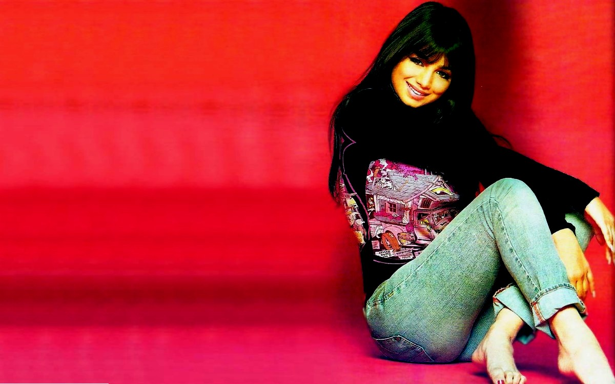 Ayesha Takia Azmi Wallpaper 1