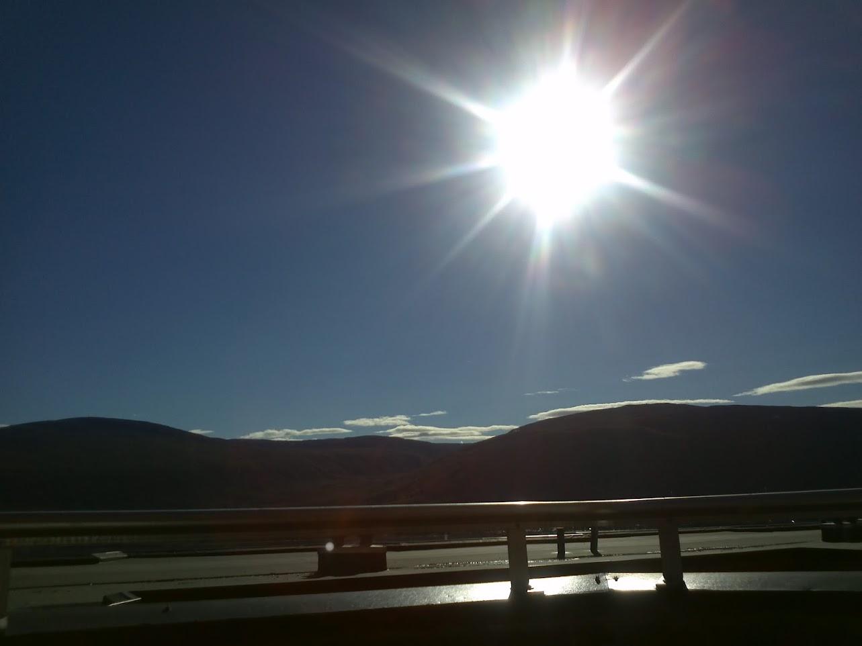 Utsikten 2012-09-02: Nydelig solskinn fra nesten skyfri himmel; bildet er tatt fra verandaen vår med en LG P-990.
