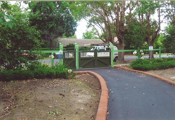 external image Lynwood%252C%252012%2520Malton%2520Road%2520BEECROFT%2520NSW%2520gates.jpg