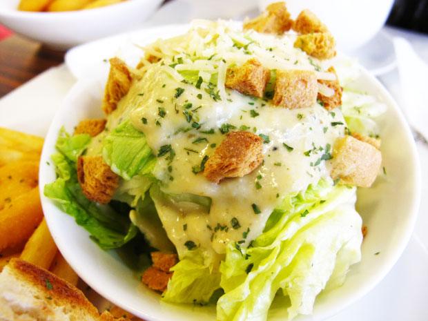 近拍一下~凱蕯醬爽脆沙拉-台中美食阿喜義大利麵
