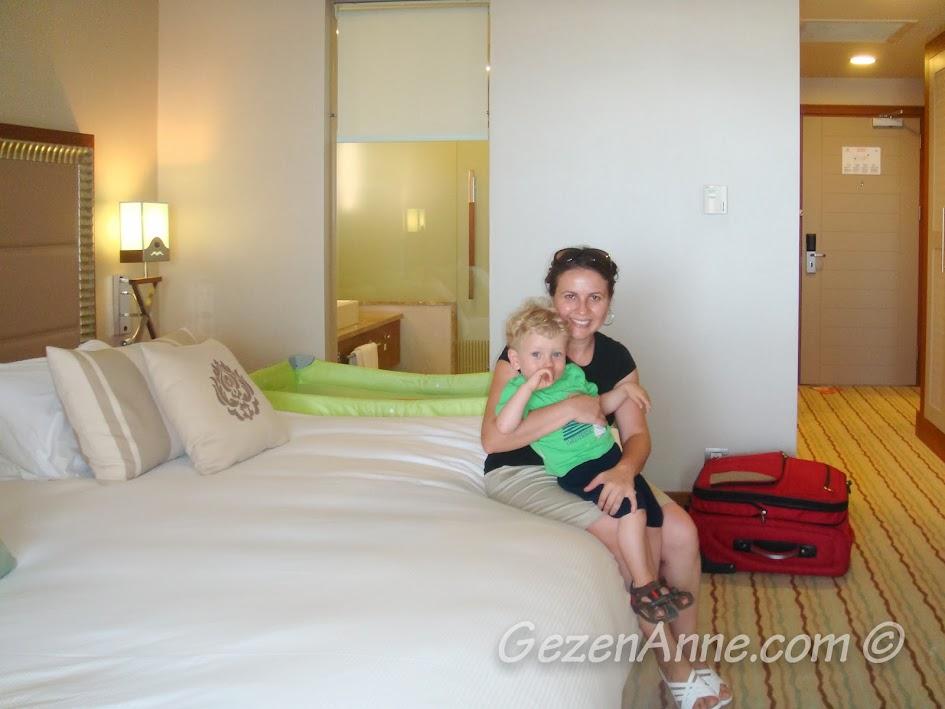 Hilton Dalaman Sarıgerme'de odaya geldiğimizde, yerleşmeden önce