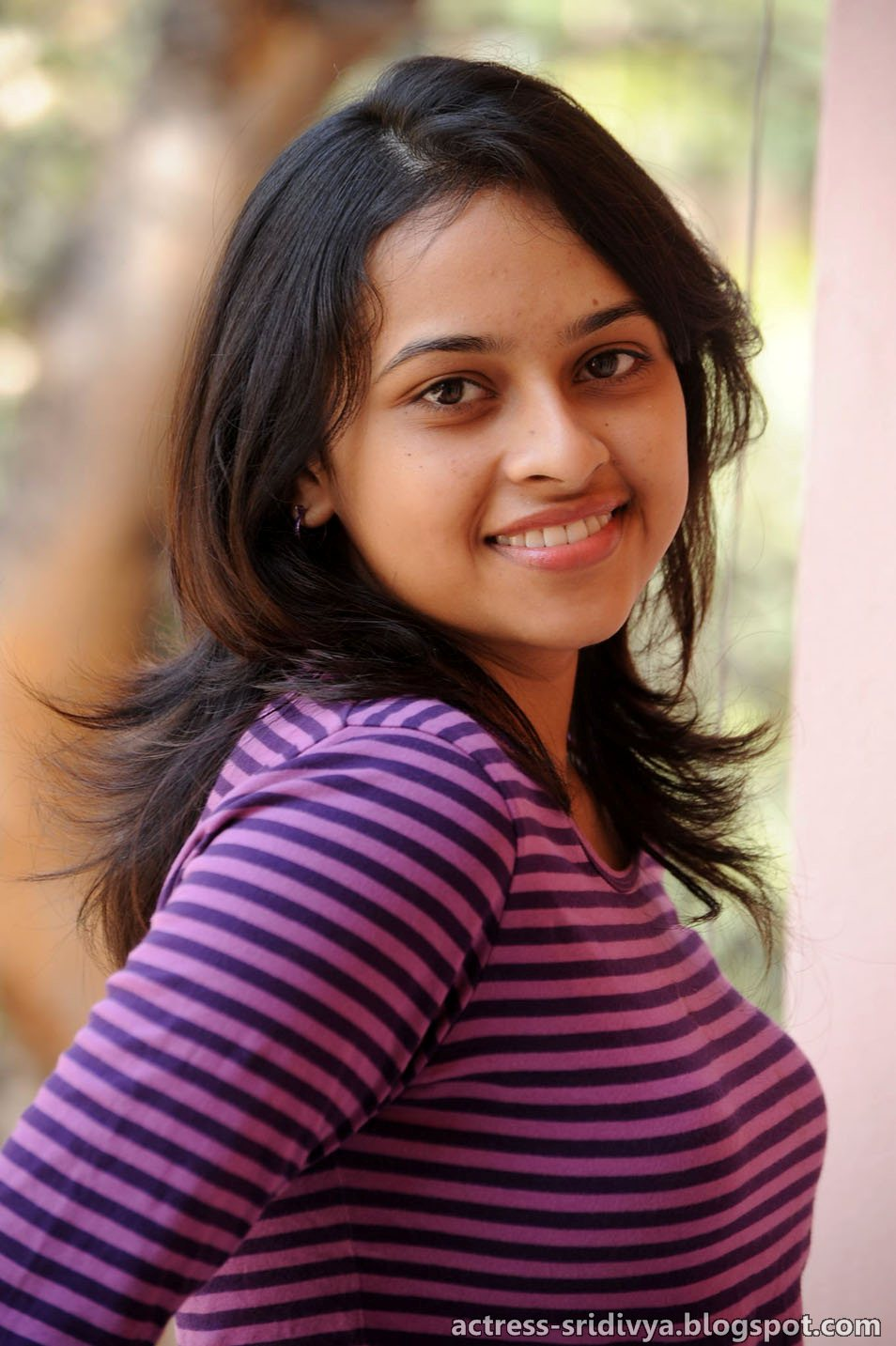 Actress Sri Divya Photos: Sri Divya In Jeans Cute Photoshoot Stills, Sridivya New