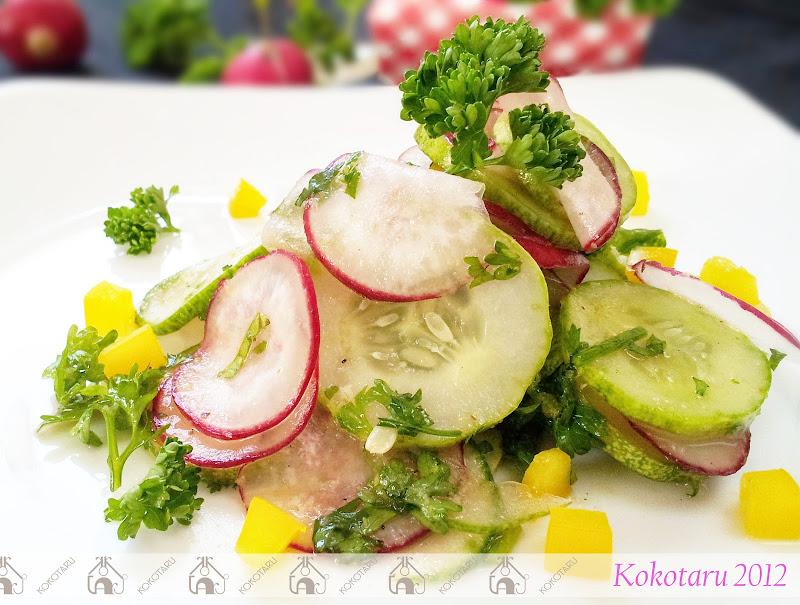 salad dưa chuột củ cải đỏ ớt chuông