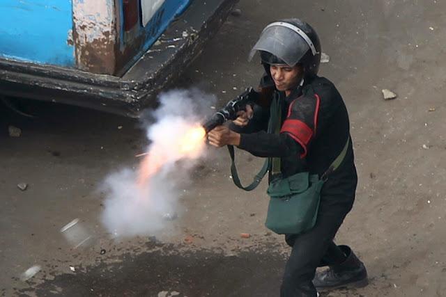Egyptian Revolution شريف الحكيم Teargasfiring1.28cairo