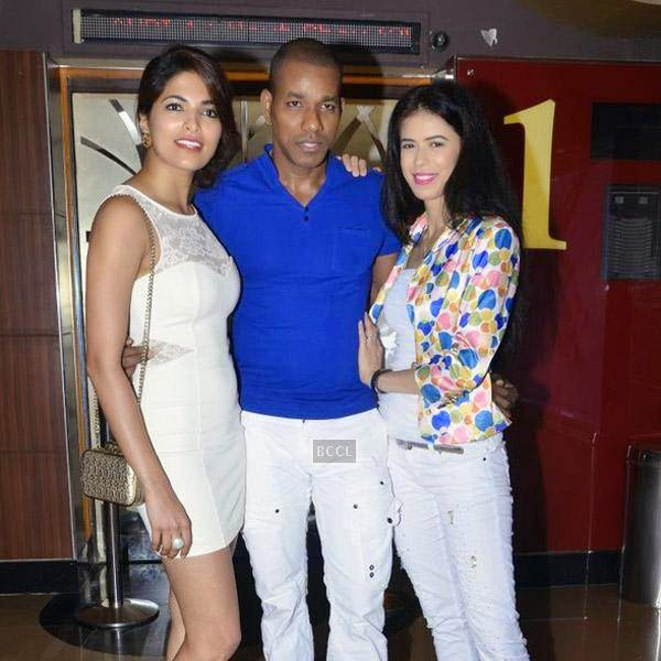 Harrison James poses with Parvathy Omanakuttan and Sucheta Sharma during the premiere of Bollywood movie Pizza, held at PVR in Mumbai, on July 21, 2014.(Pic: Viral Bhayani)