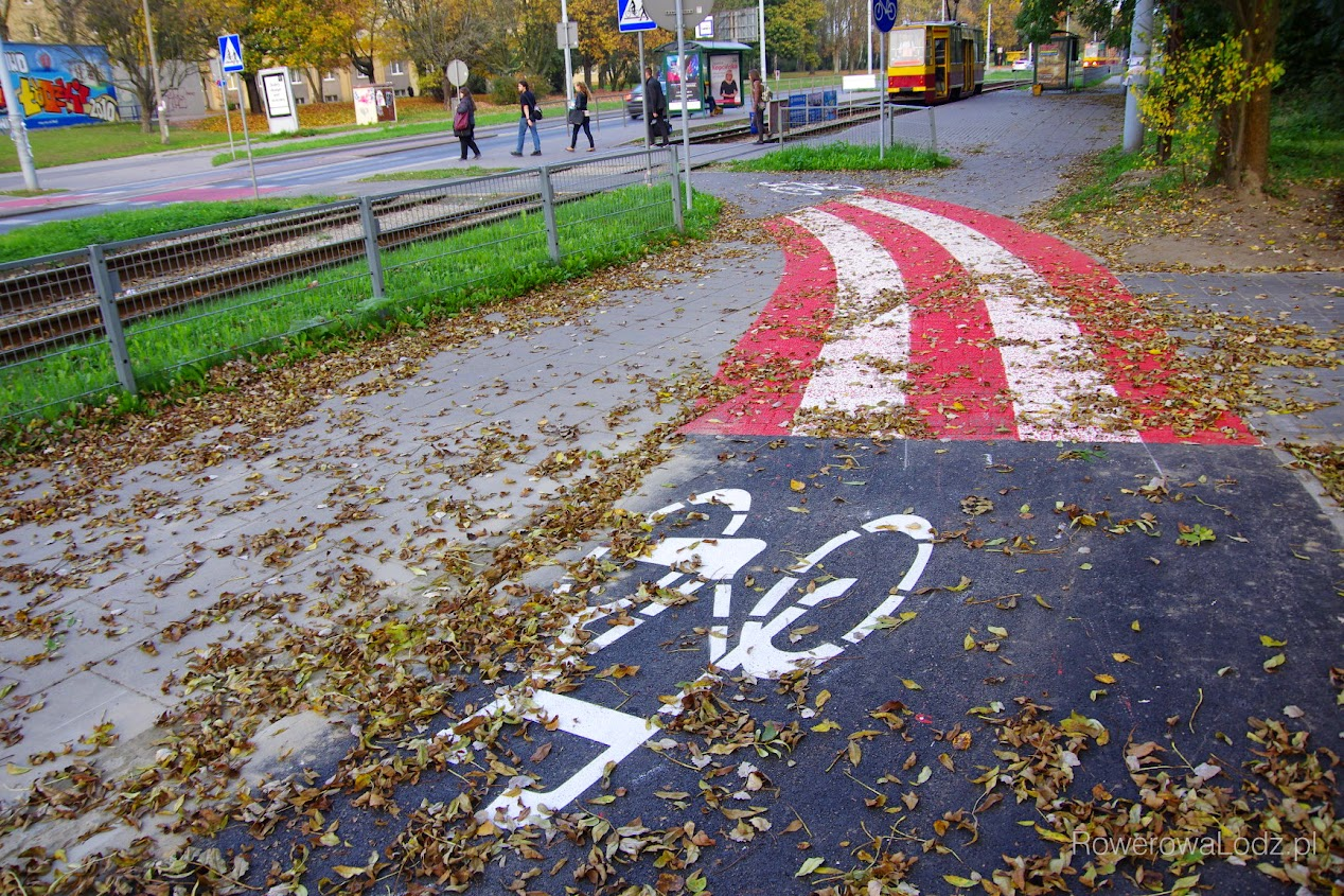 Skrzyżowanie drogi dla rowerów, chodnika i istniejącego przejazdu na skrzyżowaniu ul. Pomorskiej i ul. Lumumby.