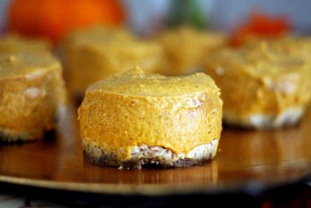 No-bake Vegan Pumpkin Pie Bites from dontmissdairy.com