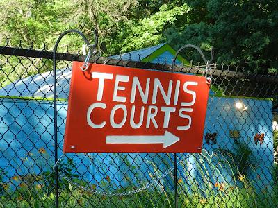 NSSC Tennis Courts!  This Way!  [https://lh6.googleusercontent.com/-N79DcRlO7C4/U8xwSpE39OI/AAAAAAAAB14/PIbRzvxSzGg/s2048/DSCN0282.JPG]