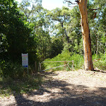 Locked gate at the end of Ridgeway Road in Blackbutt Reserve (400726)