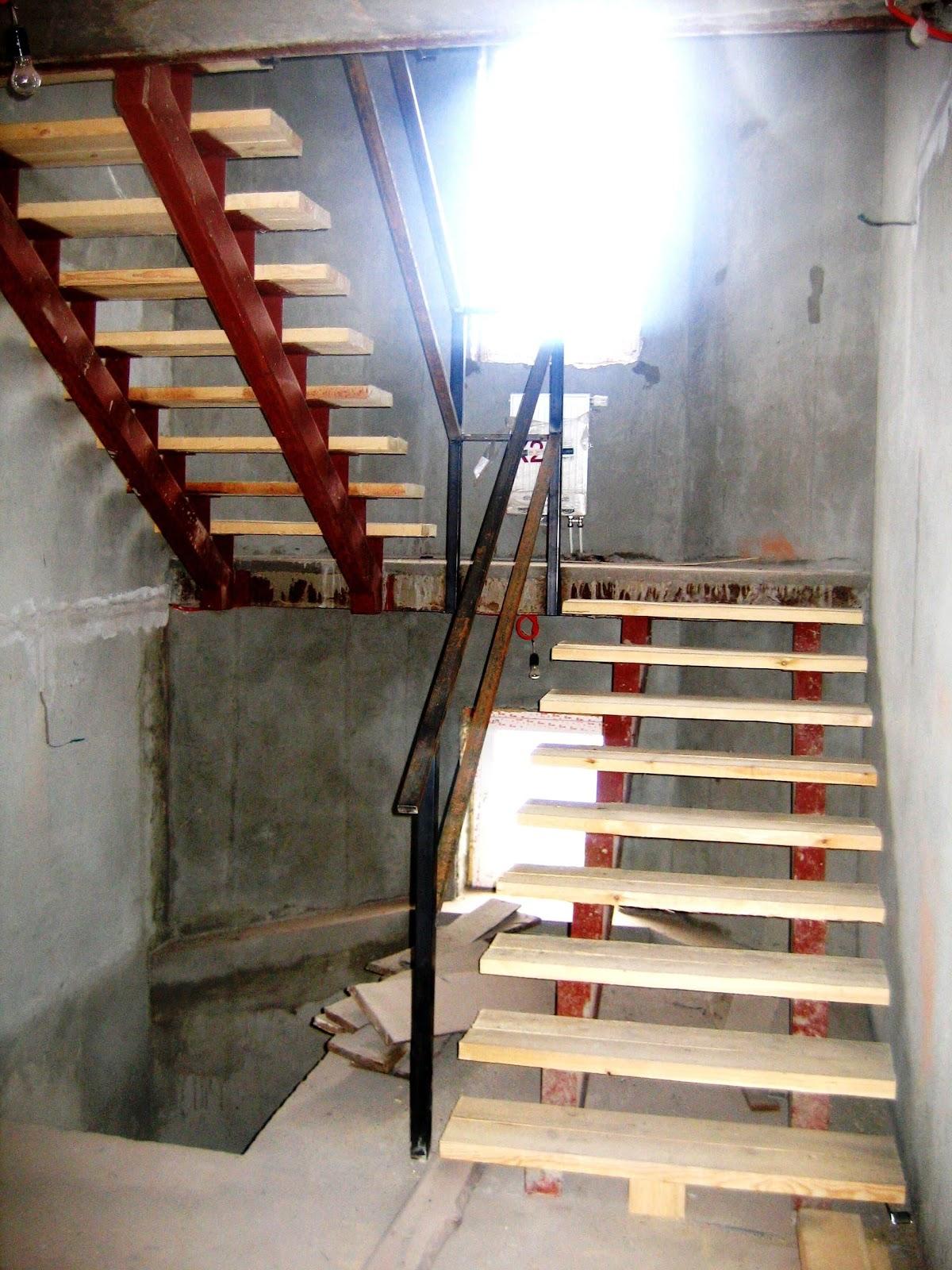 установка лестницы в коттедже