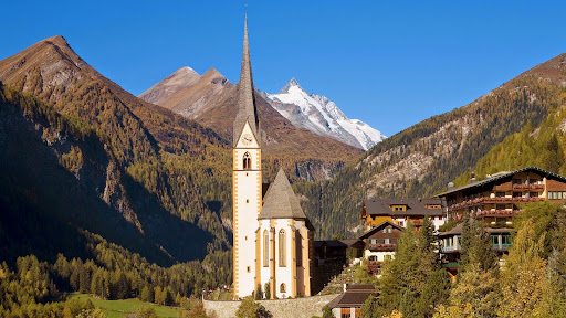 Heiligenblut Village in High Alps, Austria.jpg