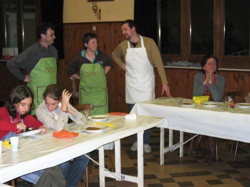 De staande kookploeg krijgt een ovatie (ontbreken op de foto Christel en Lieven).