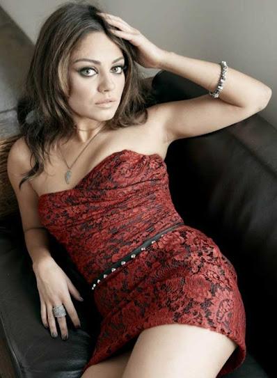 Mila Kunis, acostada