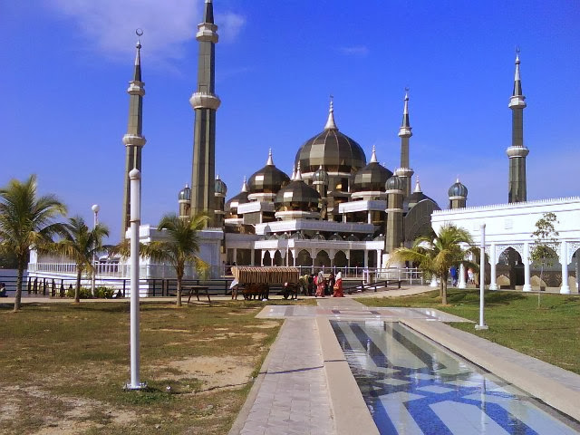 Masjid-Kristal-The-Crystal-Mosque