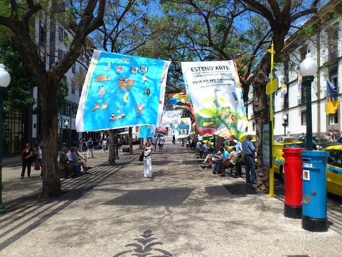 art in between trees in Arriaga avenue