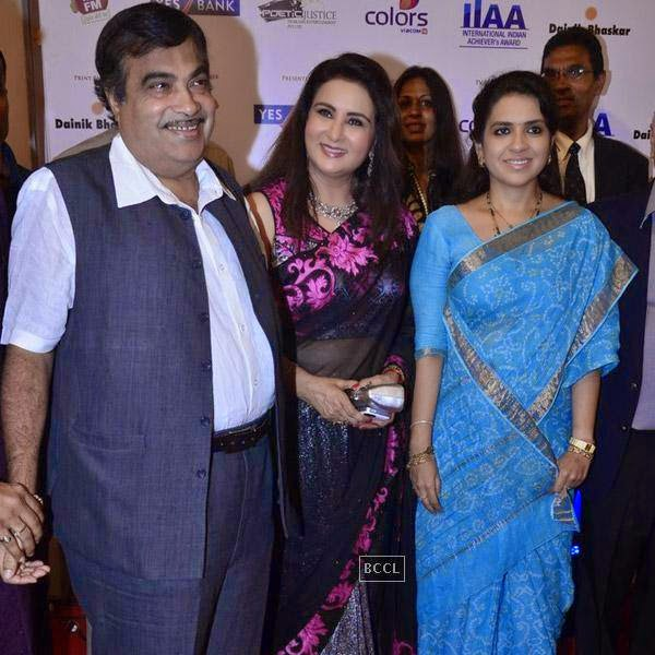 Nitin Gadkari, Poonam Dhillon and Shaina NC at the International Indian Achievers Awards event, held at Filmcity in Mumbai. (Pic: Viral Bhayani)