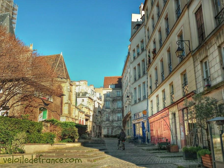 Rue des Barres à Paris - e-guide balade à vélo de Notre-Dame à Bercy par veloiledefrance.com