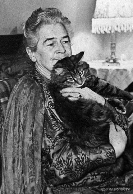 Olga Knipper and a cat