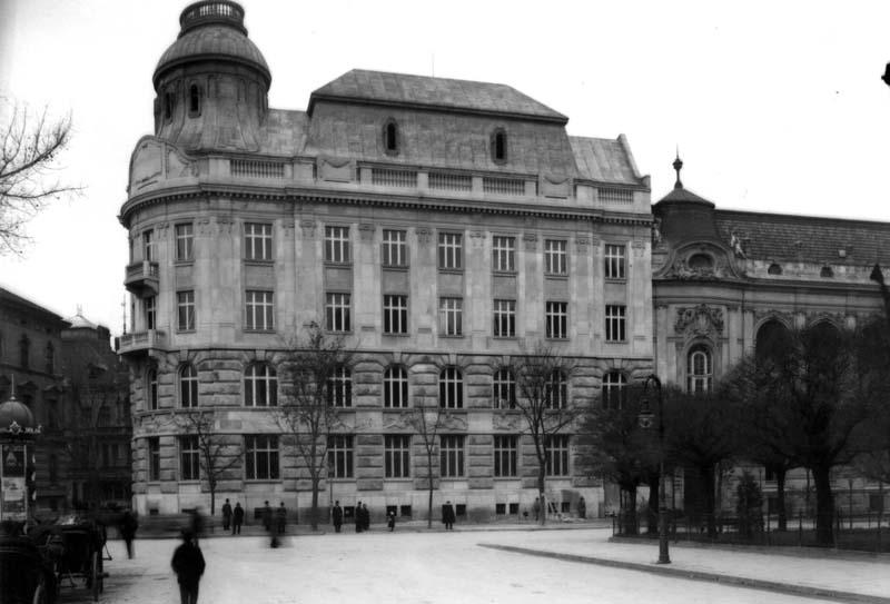 Львов. Улица Листопадового Чина. Австро-Венгерский банк.