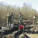 Поисковикам пришлось работать в непростых условиях –  под первым слоем земли оказалась вода