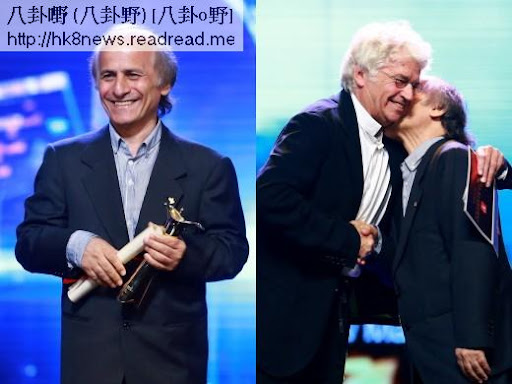 克斯羅馬素米憑《熊》拿下最大獎的「最佳影片」,開心親吻評委會主席尚賈克阿諾(右)。(圖/翻攝網路)