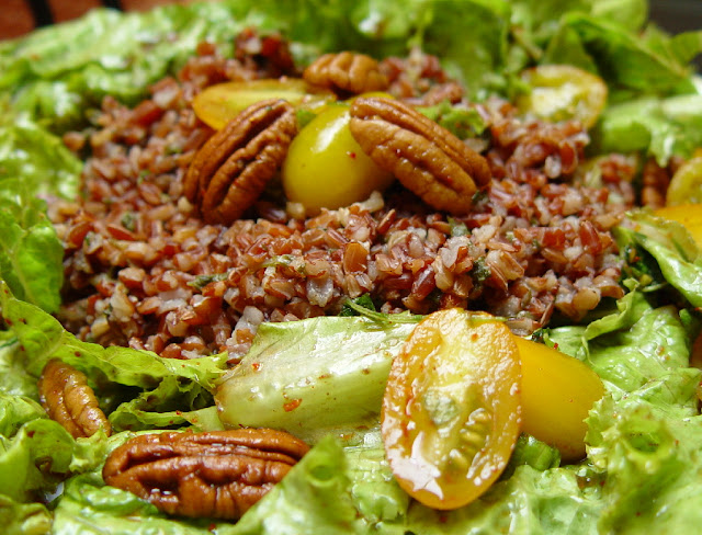 Organic Lettuce Tomato Pecan Salad with Mint Red Rice