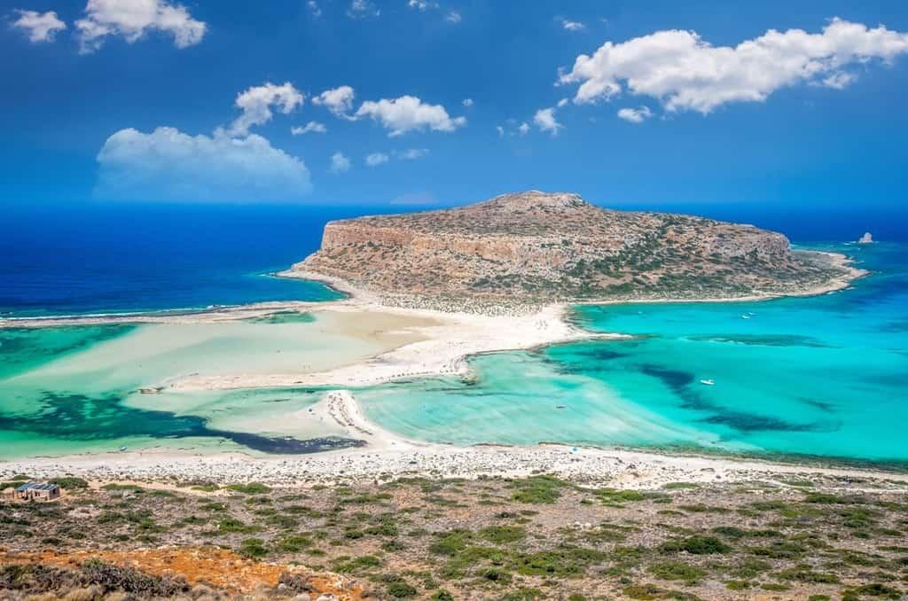C:\Users\Admin\Desktop\Balos-lagoon-on-Crete-island-Greece.-Tourists-relax-and-bath-in-crystal-clear-water-of-Balos-beach.-min.jpg