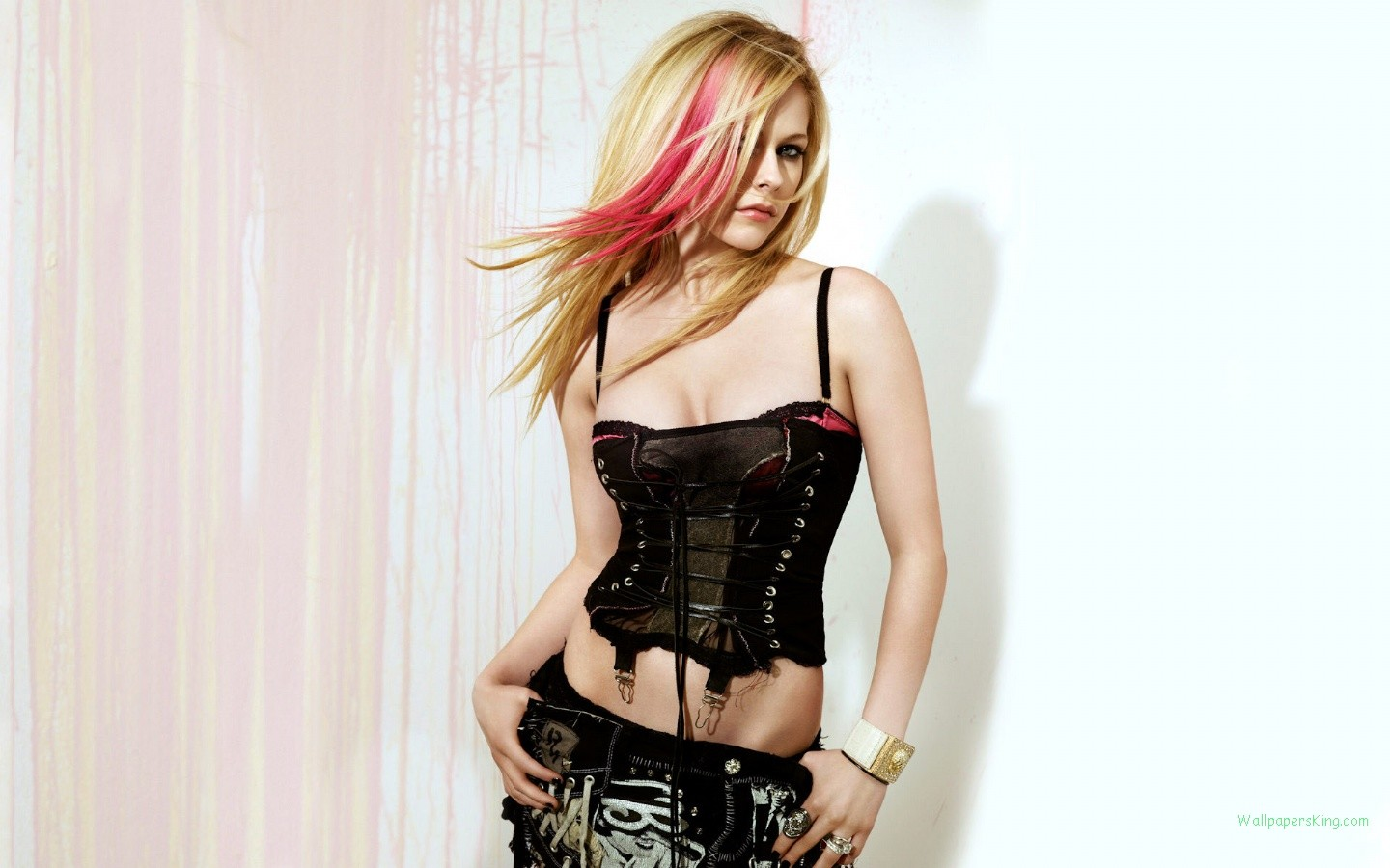 avril_lavigne_desktop_1440x900_hd-wallpaper-907385.jpg