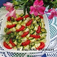 sałatka z cukinii i pomidorów