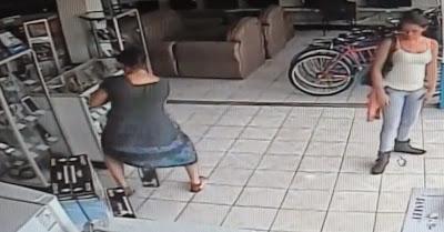 Suspeitas de roubo de TV apanhadas por câmaras de vigilância