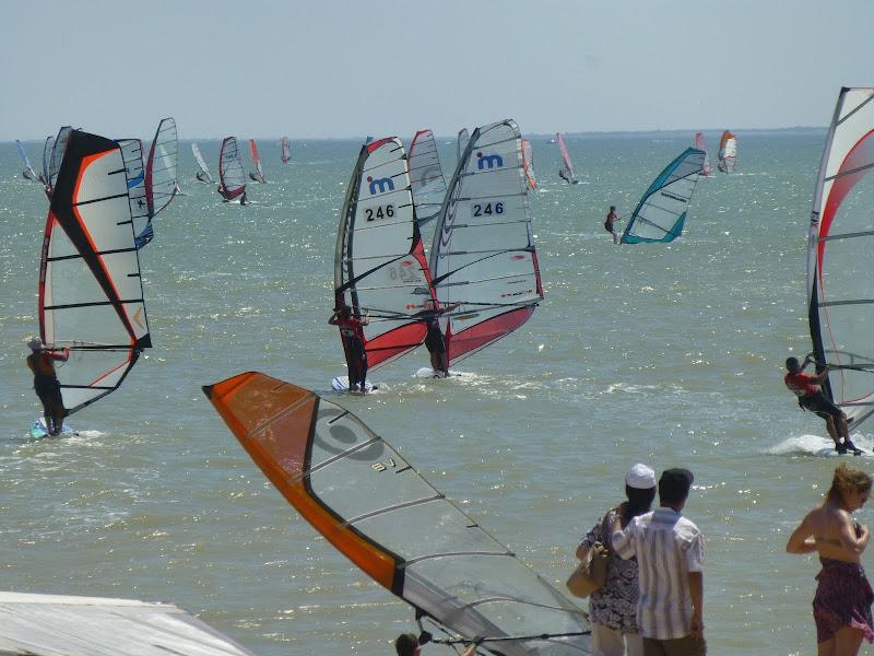 Les Samedis 6 et Dimanche 7 Juillet - 30ème Raid WindSurf LA TRANCHE / ILE DE RE - Page 2 P1010929