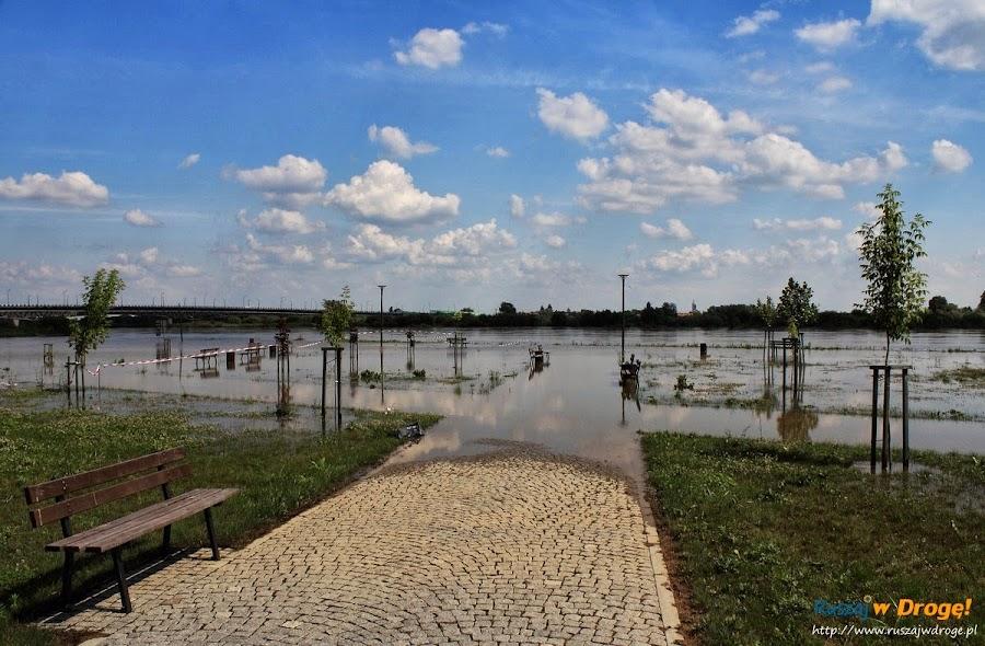Sandomierz nad Wisłą - zalany deptak
