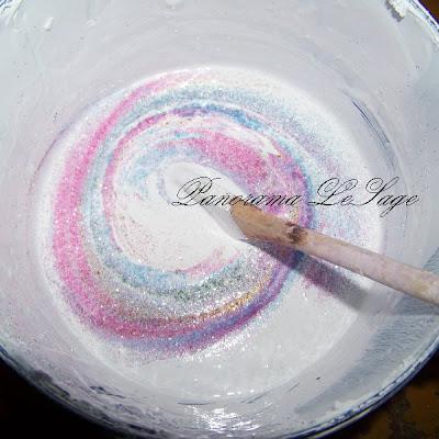 Malowanie ścian sufitu brokat glitter pracownia iskrzenie efekt mrozu śniegu odbijanie światła niedbały look Panorama LeSage wałek pędzel