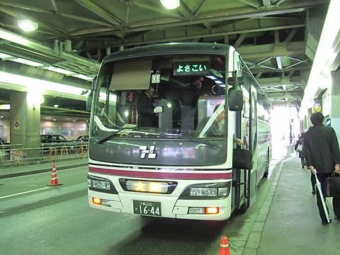 阪急バス「よさこい号」昼行便 05-2888 大阪梅田(阪急三番街)到着