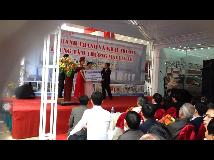 Lể khánh thành trung tâm thương mại Huyện Eakar thuộc Tổng công ty ô tô xe máy Ngoc Vủ