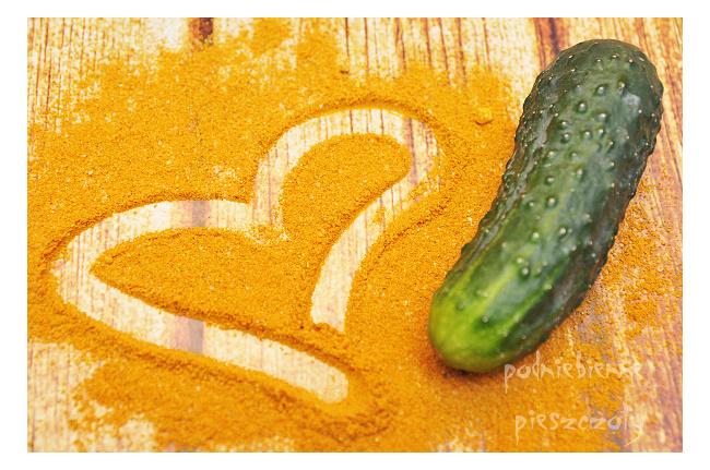Ogórki w curry z czosnkiem