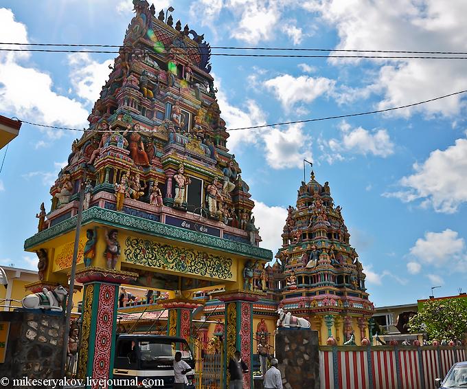 Индуистский храм на острове