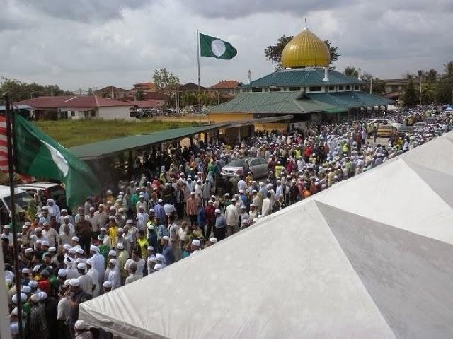 Gambar sekitar pengebumian Almarhum Ustaz Azizan
