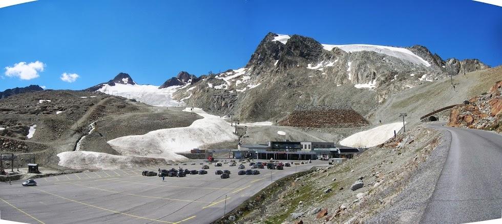 Il ghiacciaio Tiefenbach al Tunnelausgang, il più alto punto della Otztaler Gletscherstrasse (2829 m slm)