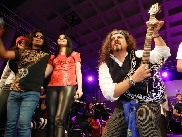 Con atuendos roqueros, los integrantes de la Orquesta de Rock Sinfónico deslumbraron a los merideños en un concierto en el que mezclaron obras de diferentes bandas del género