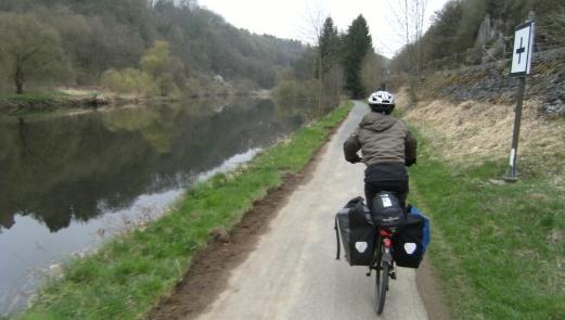 Sebastian auf dem Lahn-Radweg vor Weilburg