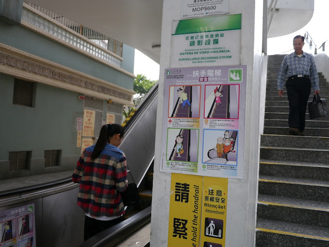 escalator safety signs