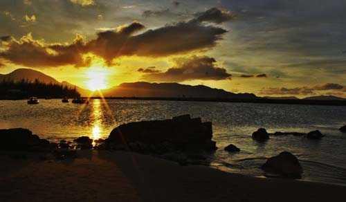 Wisata Pantai Ujoeng Batee